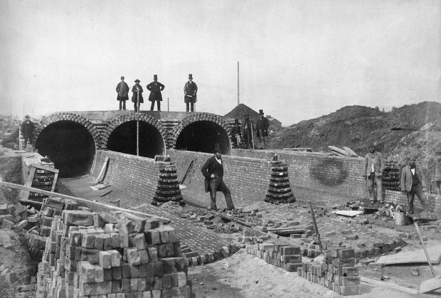 London_Sewage_system_being_built_in_1860-620x419